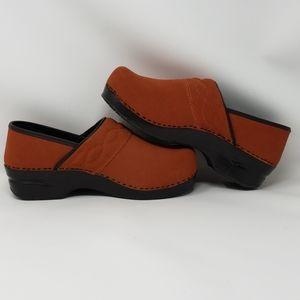Land's End women's burnt orange clogs size 9D